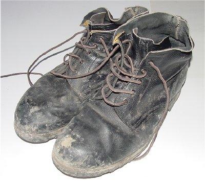 Nuovo sport: tira le scarpe al politico