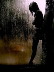 ragazza-sotto-la-pioggia