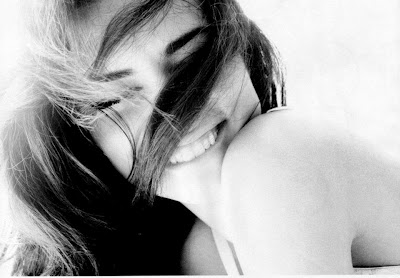 FELICITA' Quando avrai la possibilità di ridere di gusto, fallo fino alle lacrime.