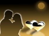 3149182-due-innamorati-abbraccio-a-luce-della-luna-su-uno-sfondo-di-cuori