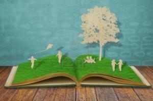 13608234-taglio-della-carta-dei-bambini-giocare-sul-libro-erba-vecchia