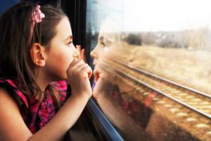 Bambina-sul-treno