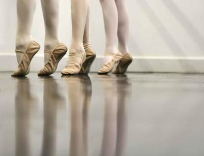 Frasi danzare for Immagini di ballerine di danza moderna
