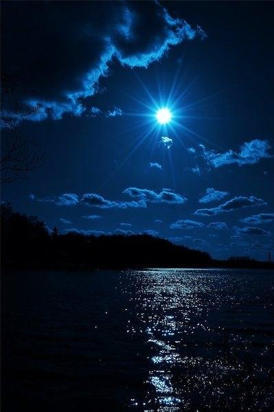 Luna E Scintillìo Sul Mare Frasi E Aforismi Straordinari