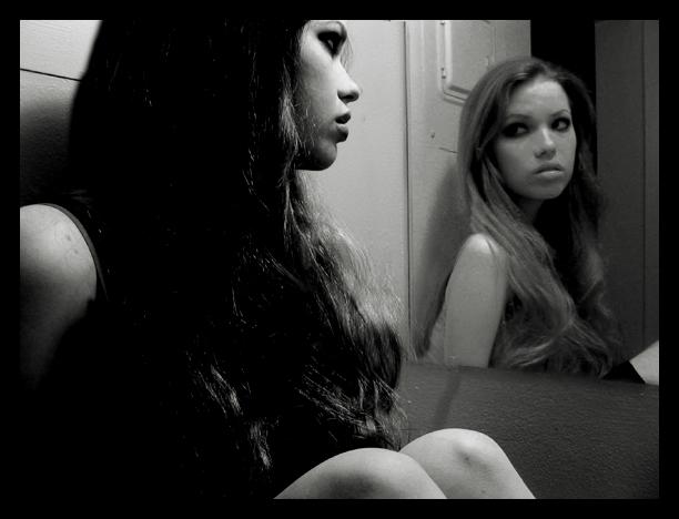 Specchio 2 frasi e aforismi straordinari - Scimmia che si guarda allo specchio ...